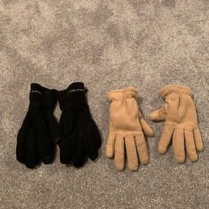 Bundle of two winter gloves